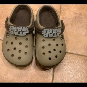 Crocs boys star war